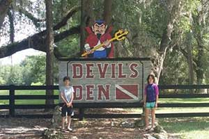 Devil's Den Springs - Snorkeling and Diving in a Cave!